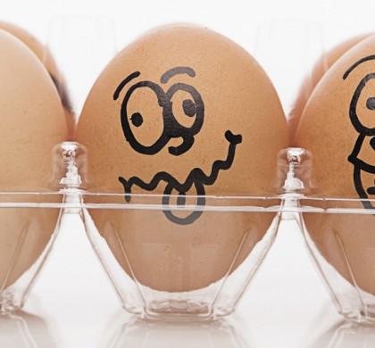 Cina, arrivano le uova di gomma: una volta lessate, rimbalzano